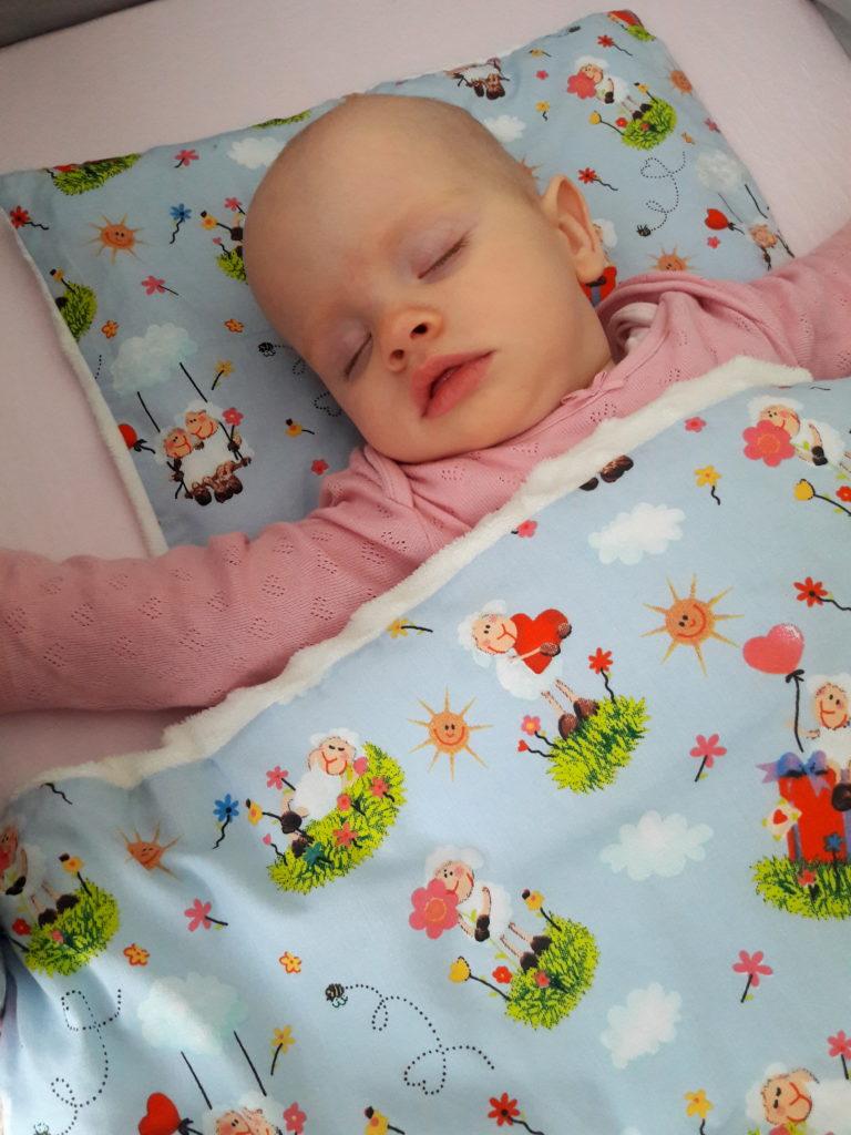 20190403 105735 768x1024 Od otulacza do kołderki   okrywanie niemowlęcia do snu