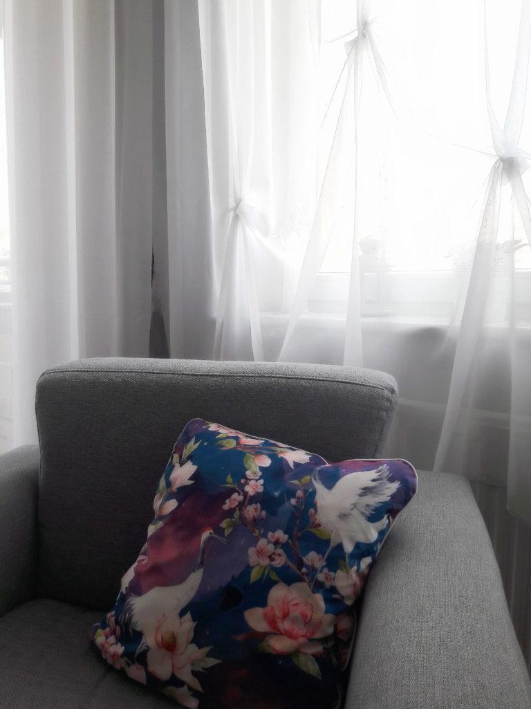 20190408 134853 768x1024 Granat i kwiaty   moje uszytki i aranżacja salonu