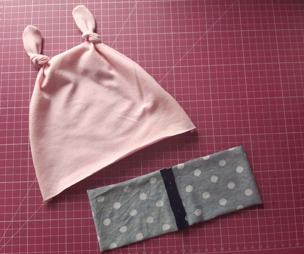 10b 2 1024x856 Jak uszyć czapkę dla dziecka / niemowlęcia? Dwa rodzaje na kilka sposobów.