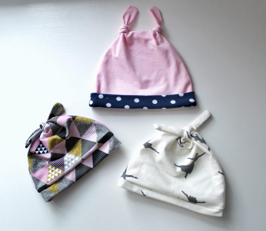 %name Jak uszyć czapkę dla dziecka / niemowlęcia? Dwa rodzaje na kilka sposobów.