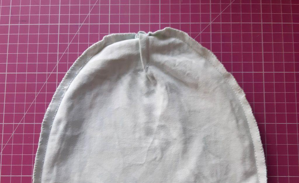 ada 2 1024x628 Jak uszyć czapkę dla dziecka / niemowlęcia? Dwa rodzaje na kilka sposobów.