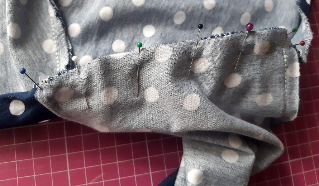 18 4594x2676 1 1024x596 Jak uszyć rękawy z materiałem wewnętrznym? Na przykładzie codziennej sukienki typu oversize   wykrój własny.