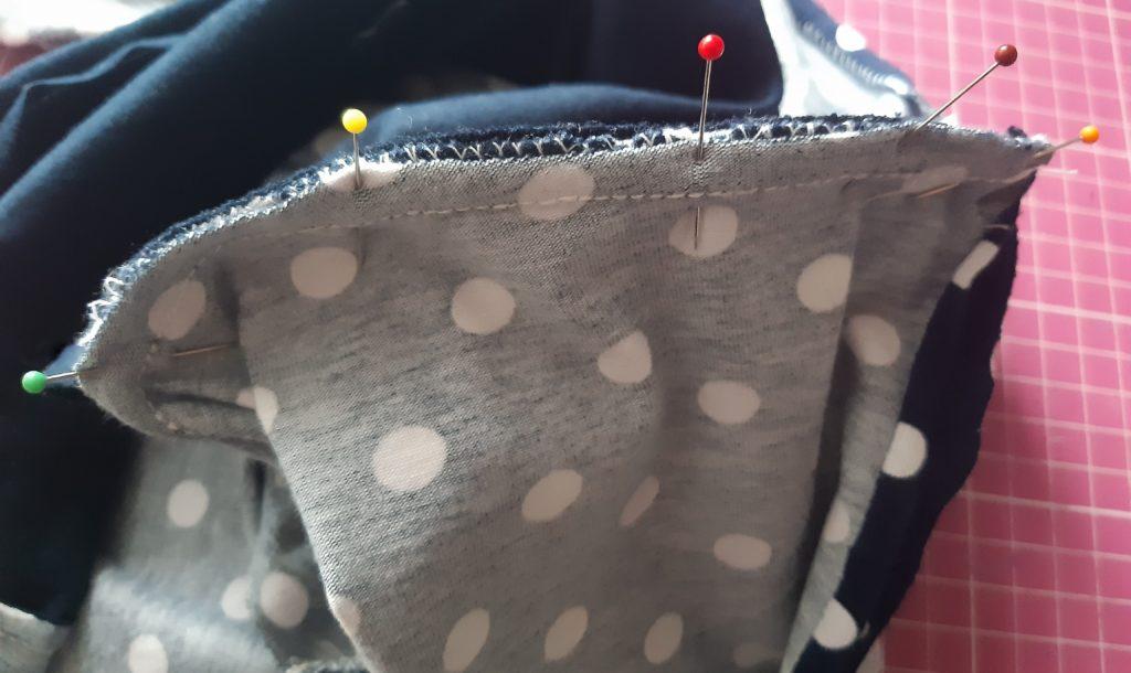 29 4608x2743 1 1024x610 Jak uszyć rękawy z materiałem wewnętrznym? Na przykładzie codziennej sukienki typu oversize   wykrój własny.