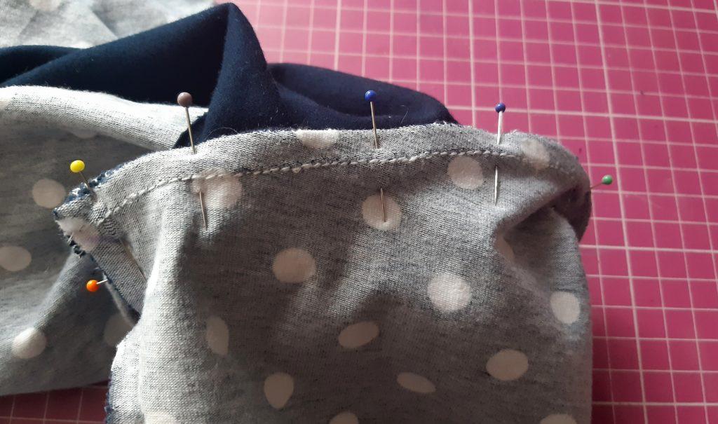 31 4438x2621 1 1024x605 Jak uszyć rękawy z materiałem wewnętrznym? Na przykładzie codziennej sukienki typu oversize   wykrój własny.