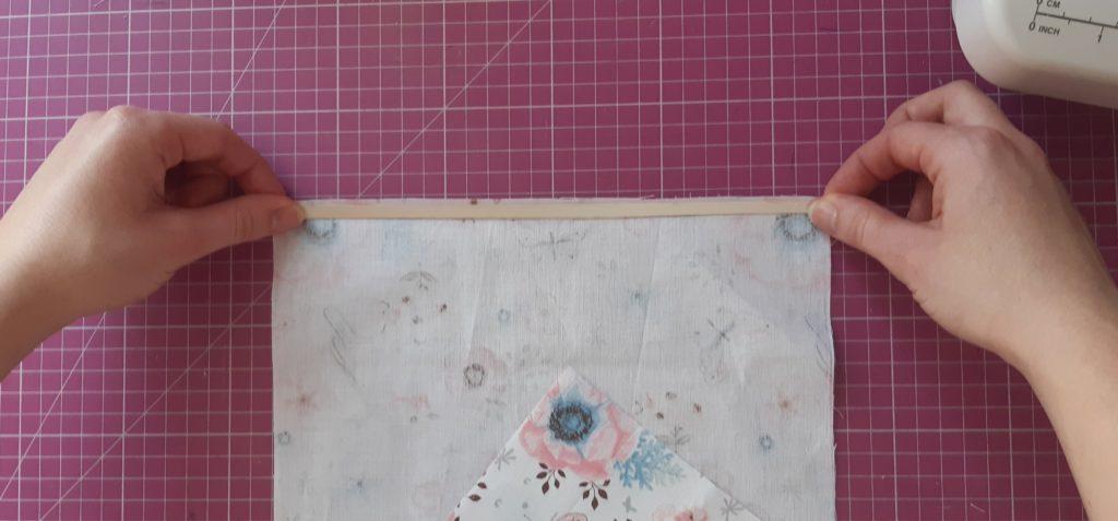4 1024x477 Maseczka bawełniana z kieszonką i troczkami   jak uszyć? TUTORIAL