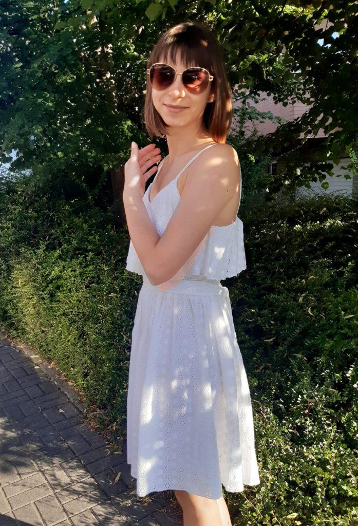20200722 182816 697x1024 Biała sukienka w stylu boho. Szycie zza kulis