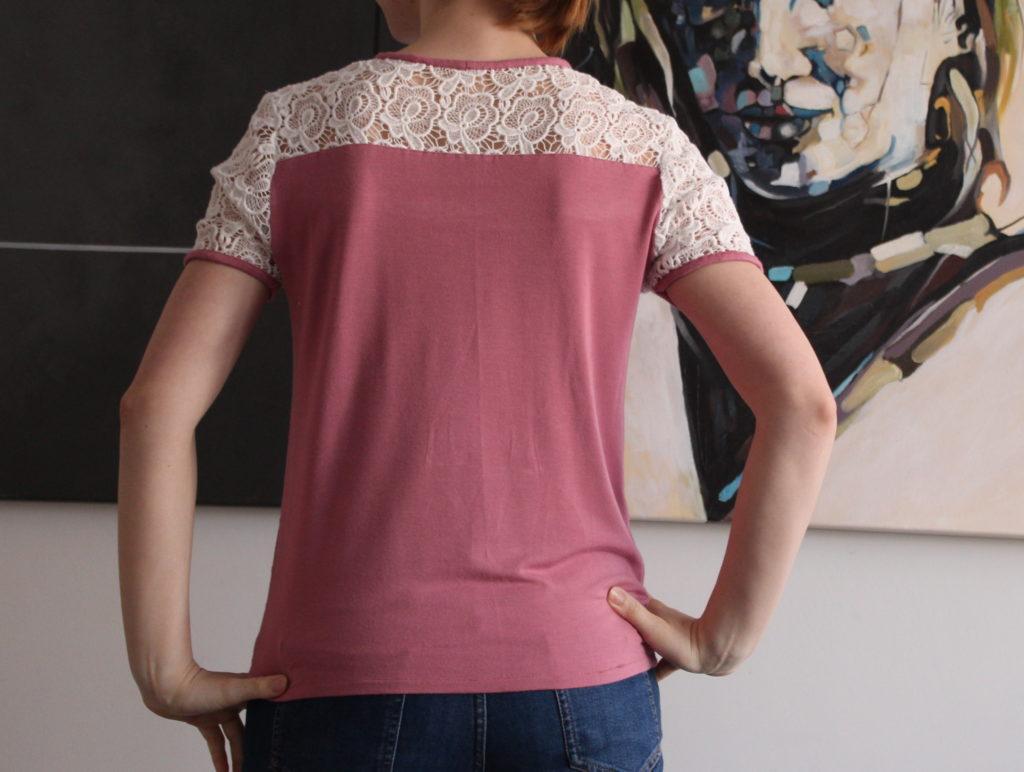 IMG 7902 1024x772 Bluzka typu T shirt z koronką i lamówką